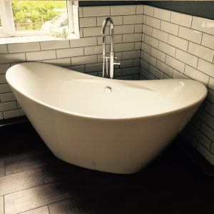 May2020_wood_free-standing-bath